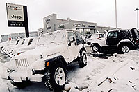/images/133/2004-10-cent-lithia-snow02.jpg - #02243: Lithia Jeep in Centennial … Oct 2004 -- Arapahoe Rd, Centennial, Colorado