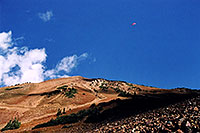 /images/133/2004-10-cinnamon-para-red4.jpg - #02261: Red Paraglider west of Cinnamon Mountain (12,293ft)… Oct 2004 -- Paradise Divide, Crested Butte, Colorado