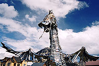 /images/133/2004-10-crested-dragon1.jpg - Things > Statues