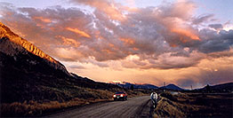 /images/133/2004-10-crested-suns-hors2.jpg - #02311: red Jeep Grand Cherokee and horse walking home during evening on Slate River Road … Oct 2004 -- Crested Butte, Colorado
