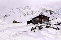 /images/133/2004-11-fremont-lake-hut1.jpg - Things > Shacks