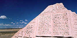 /images/133/2005-03-delnorte-spa-trail1.jpg - #02444: Rock Monument with List of cities of the Spanish Trail … March 2005 -- Del Norte, Colorado