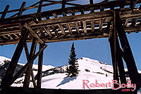 /images/133/2005-03-silverton-structure.jpg - #02548: views near Silverton … March 2005 -- Silverton, Colorado
