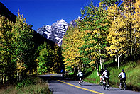 /images/133/2005-09-maroon-bikes.jpg - #02616: images of Maroon Bells … Sept 2005 -- Maroon Bells, Colorado