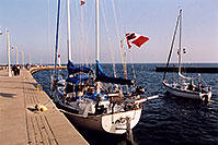 /images/133/2005-10-oakville-harbor1.jpg - #02645: images of Oakville harbour in Ontario … Oct 2005 -- Oakville, Ontario.Canada