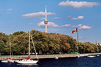 /images/133/2005-10-toronto-lake1.jpg - #02655: along Lake Ontario … CN Tower in the background … Oct 2005 -- CN Tower, Toronto, Ontario.Canada
