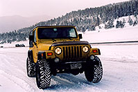 /images/133/2006-02-frisco-y-wrangler.jpg - #02720: yellow Jeep Wrangler at overview of Dillon Lake … Feb 2006 -- Frisco, Colorado