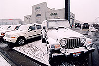 /images/133/2006-03-lithia-snow2.jpg - #02835: snowy Jeep Wranglers at Lithia Jeep … March 2006 -- Lithia Jeep, Centennial, Colorado