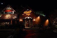/images/133/2006-09-30-lone-night06.jpg - #02866: Mimis Café in Lone Tree … Sept 2006 -- Yosemite Rd, Lone Tree, Colorado
