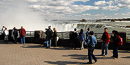 /images/133/2006-10-15-niag-people02-w.jpg - #03027: images of Niagara Falls … Oct 2006 -- Niagara Falls, Ontario.Canada