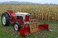 /images/133/2006-10-18-milton-tractor.jpg - #03047: 1953 Ford Jubilee Tractor for sale … Oct 2006 -- Milton, Ontario.Canada