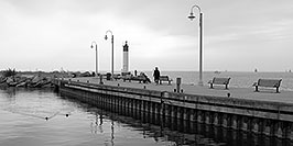 /images/133/2006-10-21-oak-bronte-bw-01-w.jpg - #03077: images of Oakville … Oct 2006 -- Bronte Harbour, Oakville, Ontario.Canada