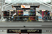/images/133/2006-10-22-den-crocs02.jpg - #03094: images of Concourse B at Denver airport … Oct 2006 -- Denver, Colorado
