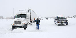 /images/133/2006-12-21-lone-snow01.jpg - #03253: Douglas Sheriff car passing a resting Semi when I-25 was closed during December snowstorm … Dec 2006 -- Lone Tree, Colorado