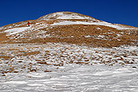 /images/133/2007-01-28-love-view05.jpg - #03451: hiker walking down east face of Loveland Pass … Jan 2007 -- Loveland Pass, Colorado