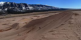 /images/133/2007-04-14-sand-dunes-pan05.jpg - #03758: People running down Great Sand Dunes … April 2007 -- Great Sand Dunes, Colorado
