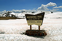 /images/133/2007-05-28-indep-sign.jpg - #03821: sign of Independence Pass with Independence Mountain at 12,703 ft … May 2007 -- Independence Mountain, Independence Pass, Colorado