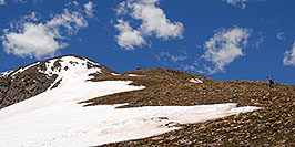 /images/133/2007-06-10-elbert-skier3-pano.jpg - #03901: Skier walking up as 3 hikers look down on North Trail of Mt Elbert  … June 2007 -- Mt Elbert, Colorado
