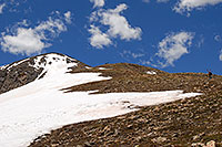/images/133/2007-06-10-elbert-skier3.jpg - #03896: Skier walking up as 3 hikers look down on North Trail of Mount Elbert  … June 2007 -- Mt Elbert, Colorado