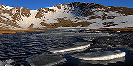 /images/133/2007-06-17-evans-sum-lake1-pano.jpg - #03959: Ice floating on Summit Lake at 12,800 ft elevation … June 2007 -- Summit Lake, Mt Evans, Colorado