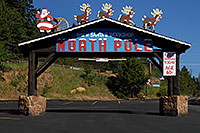 /images/133/2007-06-22-pikes-santas01.jpg - #03994: North Pole - Home of Santa