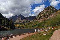 /images/133/2007-09-15-mar-ppl-3309.jpg - #04661: People at Maroon Bells … Sept 2007 -- Maroon Lake, Maroon Bells, Colorado