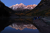 /images/133/2007-09-25-mar-bells-3879.jpg - #04685: Maroon Bells Photographers in the morning … Sept 2007 -- Maroon Lake, Maroon Bells, Colorado