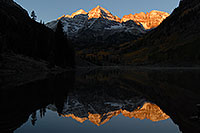 /images/133/2007-09-25-mar-bells-3991.jpg - #04687: Maroon Bells in the morning … Sept 2007 -- Maroon Lake, Maroon Bells, Colorado