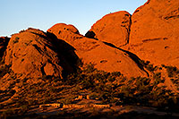 /images/133/2008-12-05-papago-shade-60153.jpg - #06334: Ramada by the Buttes of  Papago Park … December 2008 -- Papago Park, Phoenix, Arizona