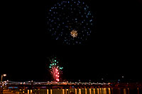 /images/133/2009-01-01-tempe-fireworks-70907.jpg - #06735: New Year`s Fireworks at Tempe Town Lake … January 2009 -- Tempe Town Lake, Tempe, Arizona
