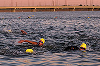 /images/133/2009-10-22-tempe-splash-swim-117623.jpg - #07607: 00:09:41 into the race - Splash and Dash Fall #3, Oct 22, 2009 at Tempe Town Lake … October 2009 -- Tempe Town Lake, Tempe, Arizona