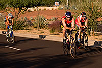 /images/133/2009-10-25-soma-bike-118436.jpg - #07639: 01:13:38 #510 leading #444 in cycling at Soma Triathlon … October 25, 2009 -- Rio Salado Parkway, Tempe, Arizona