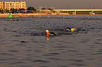 /images/133/2009-10-30-tempe-splash-swim-120289.jpg - #07760: 00:08:40 leaders in swimming - Splash and Dash Fall #4, October 30, 2009 at Tempe Town Lake … October 2009 -- Tempe Town Lake, Tempe, Arizona