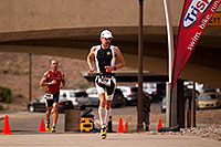 /images/133/2010-11-21-ironman-run-pros-45778.jpg - #08960: 03:48:55 - #1 Jordan Rapp early in Lap 3 - Ironman Arizona 2010 … November 2010 -- Tempe Town Lake, Tempe, Arizona