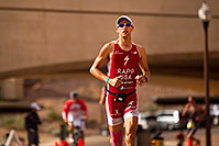 /images/133/2010-11-21-ironman-run-pros-45820.jpg - #08963: 03:48:55 - #1 Jordan Rapp early in Lap 3 - Ironman Arizona 2010 … November 2010 -- Tempe Town Lake, Tempe, Arizona