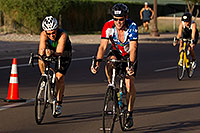 /images/133/2011-09-25-nathan-bike-99547.jpg - #09547: 00:45:53 #552 and #106 and others cycling at Nathan Triathlon 2011 … September 2011 -- Rio Salado Parkway, Tempe, Arizona