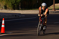 /images/133/2011-09-25-nathan-bike-99736.jpg - #09548: 01:00:03 #980 and others cycling at Nathan Triathlon 2011 … September 2011 -- Rio Salado Parkway, Tempe, Arizona