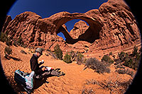 /images/133/2013-11-09-double-arch-draw-6d_1012.jpg - #11286: Artist drawing at Double Arch in Arches National Park … November 2013 -- Double Arch, Arches Park, Utah