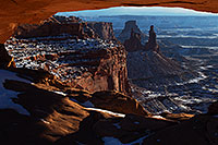 /images/133/2013-12-08-can-mesa-view-1dx_0233.jpg - #11378: Mesa Arch in Canyonlands National Park … December 2013 -- Mesa Arch, Canyonlands, Utah
