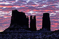 /images/133/2015-01-10-monvalley-sunrise-1dx_1396.jpg - #12357: Sunrise in Monument Valley … January 2015 -- Monument valley, Utah