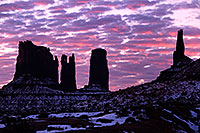 /images/133/2015-01-10-monvalley-sunrise-1dx_1408.jpg - #12358: Sunrise in Monument Valley … January 2015 -- Monument valley, Utah