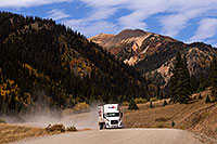 /images/133/2015-09-21-silverton-fedex-6d_9138.jpg - #12620: FedEx truck approaching Silverton on a dirt road … September 2015 -- Silverton, Colorado