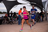 /images/133/2016-11-20-ironman-run-pros-1dx_30267.jpg - 13185: 08:29:46 #86 Ashley Paulson [12th,USA,09:36:48] running at Ironman Arizona 2016 … November 2016 -- Tempe Town Lake, Tempe, Arizona