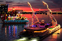 /images/133/2016-12-10-tempe-aps-lights-1dx_31565.jpg - #13207: Boat #40 at APS Fantasy of Lights Boat Parade … December 2016 -- Tempe Town Lake, Tempe, Arizona