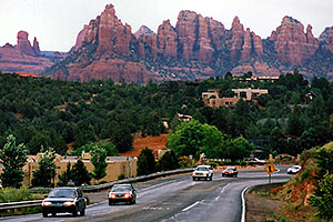 cars leaving city of Sedona and heading to Oak Creek