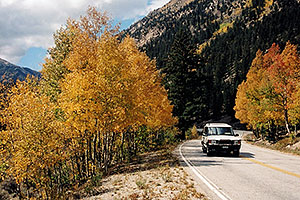 Land Rover Discovery heading to Independence Pass
