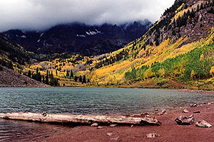 images of Maroon Lake with Maroon Peaks in the clouds