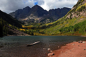 Maroon Lake in front of Maroon Bells