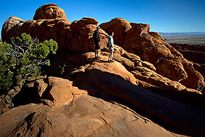 People heading towards Double O Arch in Devils Garden in Arches National Park