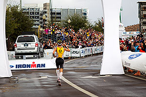 08:06:27 - #9 Timo Bracht [1st,GER,08:07:16] finishing first - Ironman Arizona 2010
